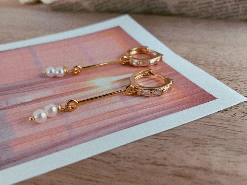 donna earrings item